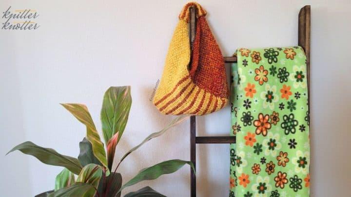 Feature image for Tunisian crochet handbag free pattern.