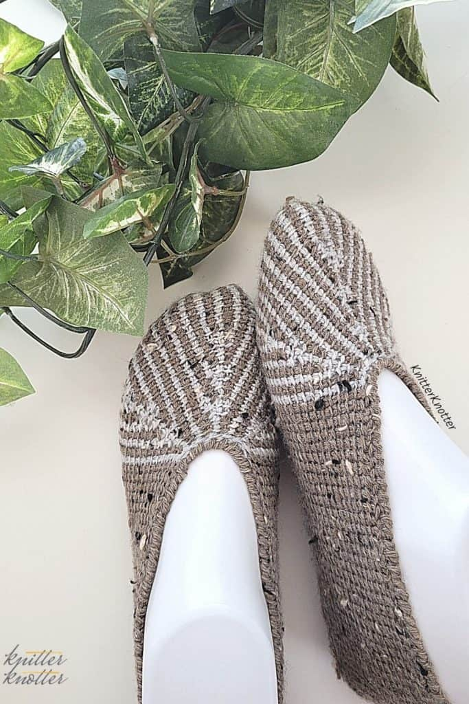 Ashvini Tunisian slippers / socks that can be used to keep your feet warm during chilling mornings. Make these for yourself and your kids since the pattern comes in 9 sizes!